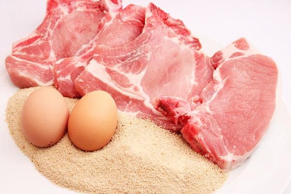 Сырые мясо и яйца