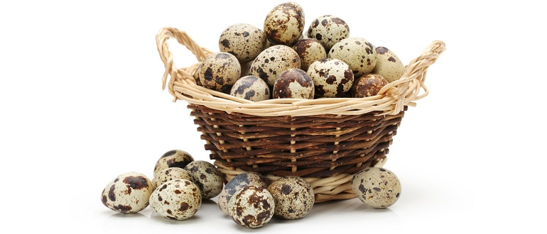 Корзинка с перепелиными яйцами