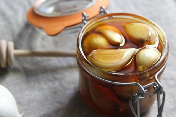 Рецепт с чесноком, медом и лимоном для повышения иммунитета