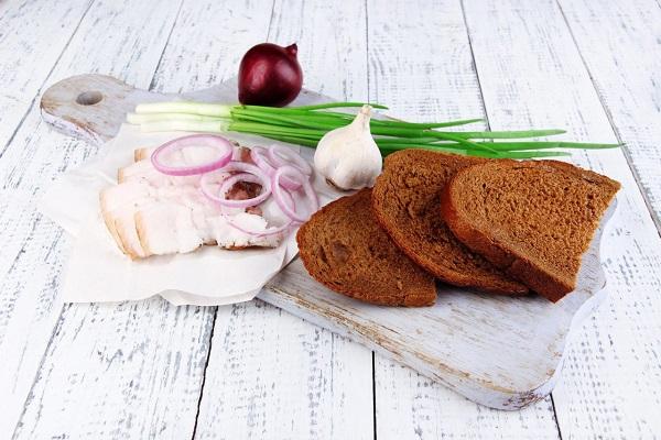 Вкусное соленое свиное сало